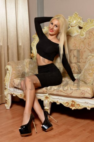 Anne-josé escort girl in Little Chute & adult dating