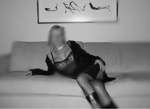 Marie-nelly escorts services in Castle Pines