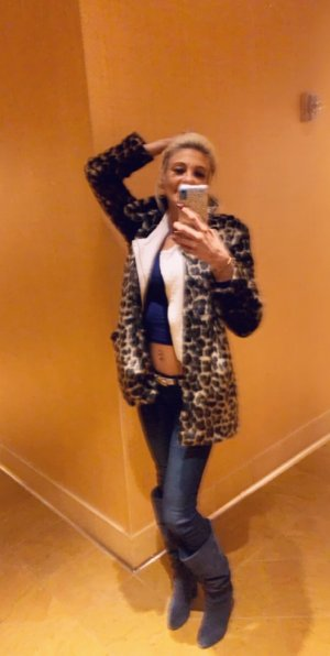 Marie-axelle escort girls in Brownwood